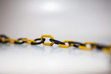 Łańcuch odgradzający czarno - żółty dł. 1m