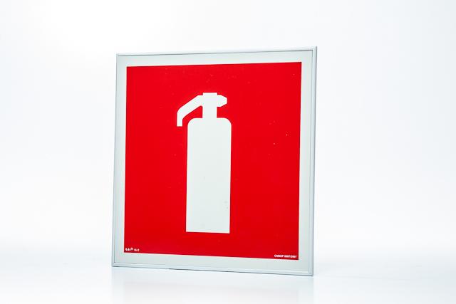 Znak przeciwpożarowy Ramka na znak naścienna jednostronna 15 x 15 cm