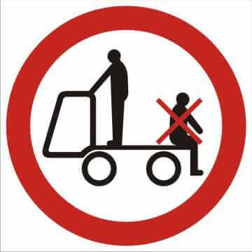 Zakaz przewozu osób na urządzeniach transportowych 2